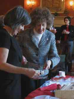 Robin Hannay Nelson cuts her cake w PatTerrell+ BJ Romanoff lnBkgnd-